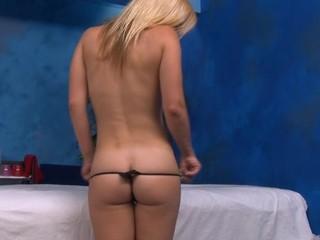 Sexy hot chick bonks and sucks her massage therapist